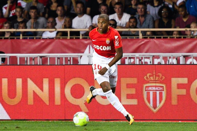 PSG : Kylian Mbappé poussé vers le PSG par Nike ?