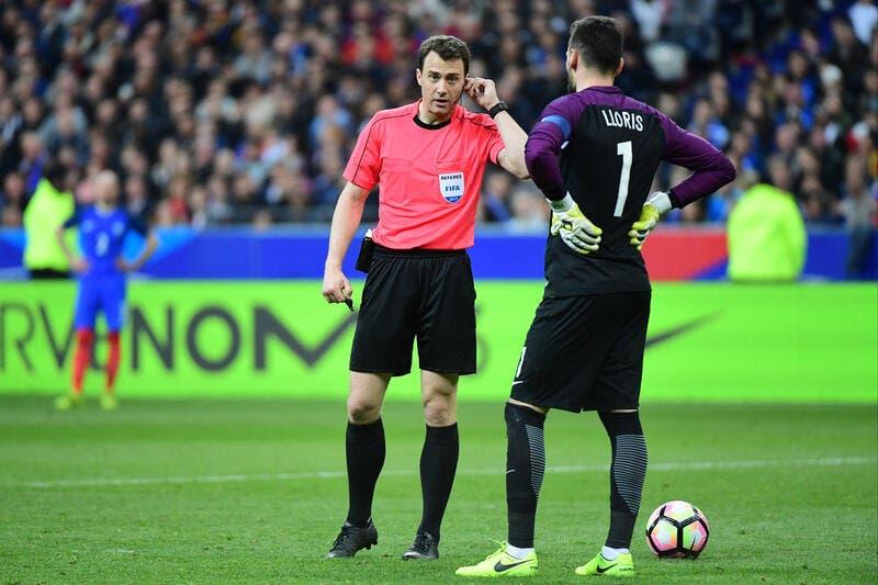 France : Non l'arbitre n'a pas mis 2 min pour accorder le but..la preuve